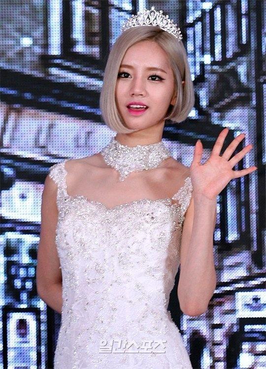 Suzy mat ngoi nu hoang quang cao hinh anh 2