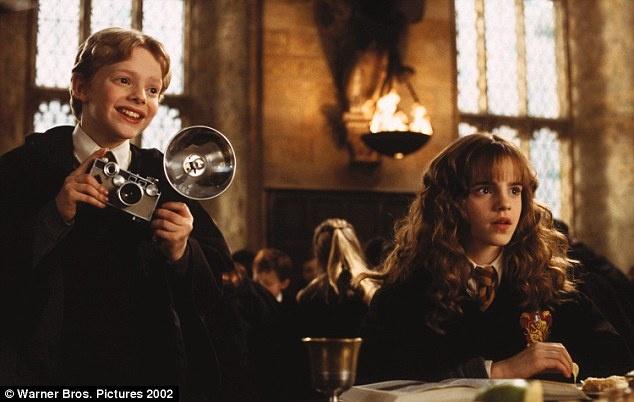 Emma Watson tung khung hoang vi noi tieng som hinh anh 2