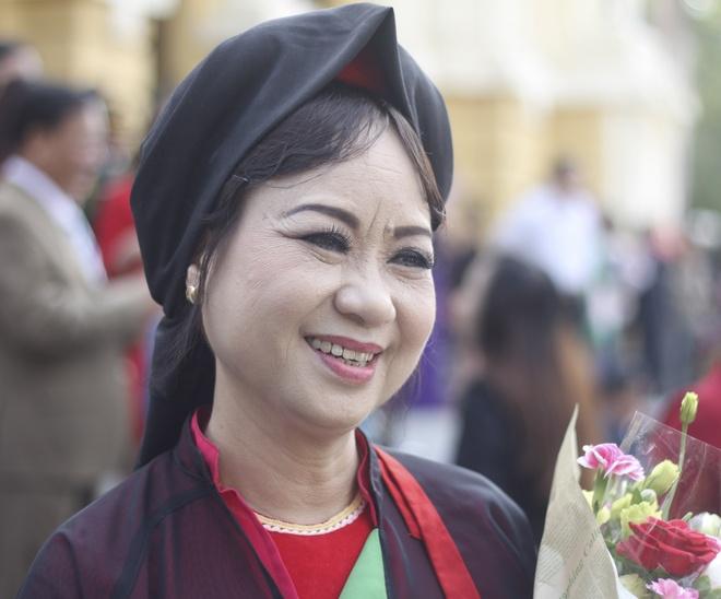 NSND Thuy Cai: 'Quan ho khong ai ngua non de xin tien' hinh anh