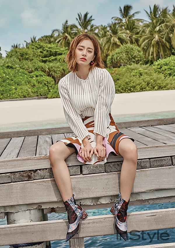 Kim Tae Hee khoe net tuoi tre tren tap chi hinh anh 3