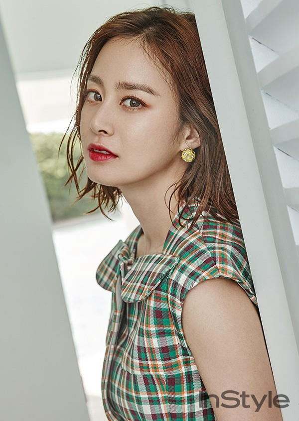 Kim Tae Hee khoe net tuoi tre tren tap chi hinh anh 8