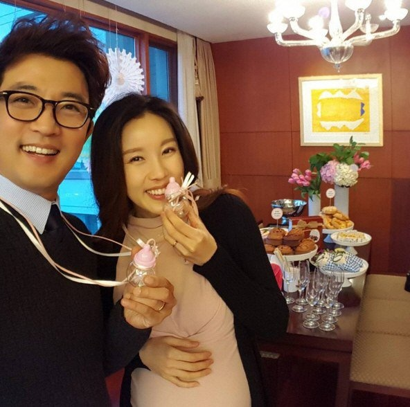 Ahn Jae Wook mo tiec mung con gai sap chao doi hinh anh 1
