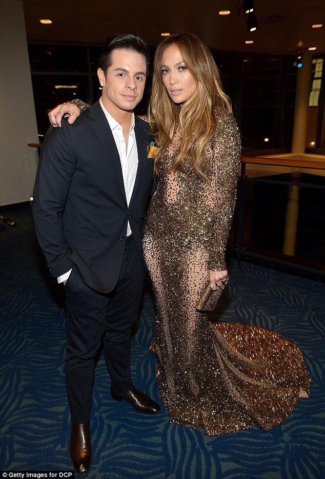 Jennifer Lopez phu nhan dinh hon voi bo tre hinh anh 1