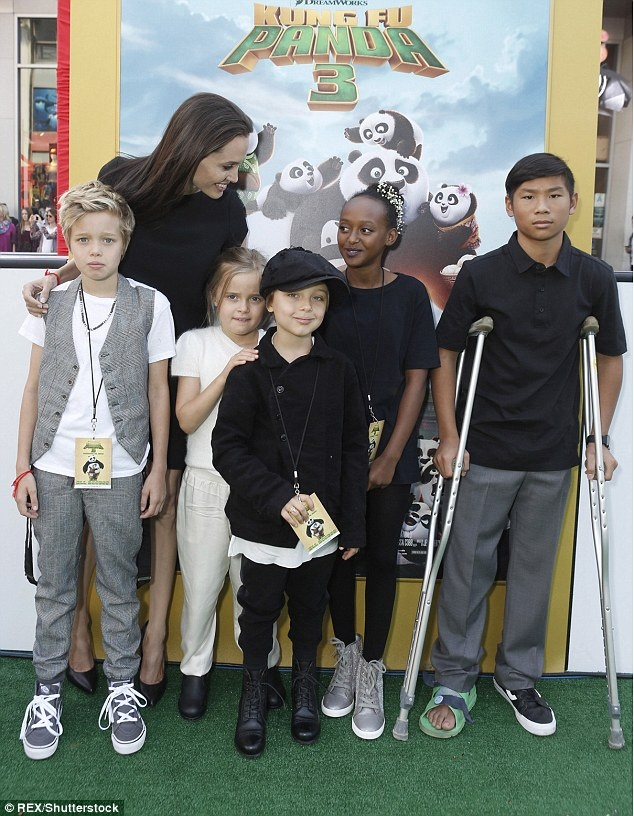 Angelina Jolie khong muon cac con tro thanh dien vien hinh anh 1