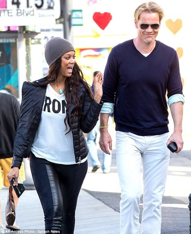 Tyra Banks nho nguoi mang thai ho con trai dau long hinh anh 2