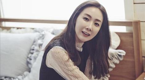 Choi Ji Woo phu nhan hen ho dong nghiep dien trai hinh anh