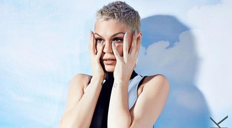 Jessie J buon vi khong noi tieng o que nha hinh anh