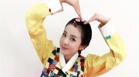 Sao Han dien hanbok mung nam moi hinh anh