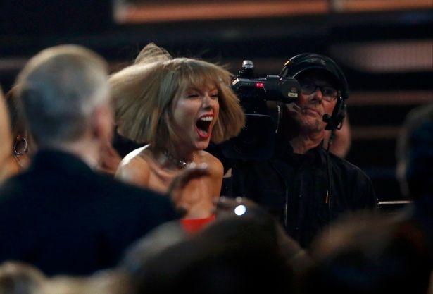 Taylor Swift viet thu xuc dong cho Ed Sheeran hinh anh 3