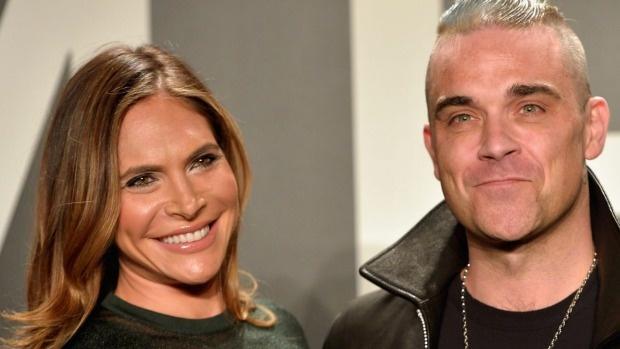 Robbie Williams ra toa vi vo bi cao buoc quay roi tinh duc hinh anh 1