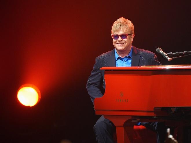 Elton John mia mai Janet Jackson hat nhep hinh anh 2