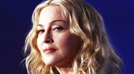 Madonna tiet lo bi ban trai phan boi trong show dien hinh anh