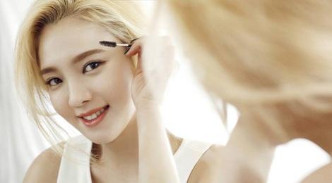 Hyoyeon (SNSD) mo lop day trang diem hinh anh