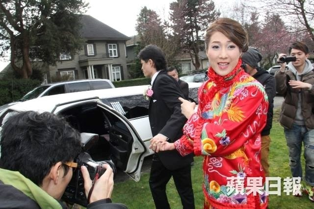 Chung Gia Han thue xe limousine giam gia de ruoc dau hinh anh 1