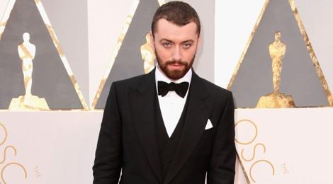 Sam Smith xin loi vi phat ngon nham lan o Oscar hinh anh