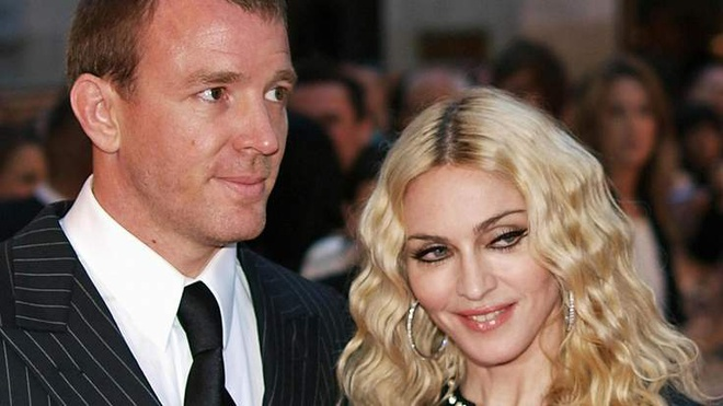 Toa giuc Madonna va chong cu giai quyet tranh chap nuoi con hinh anh 1