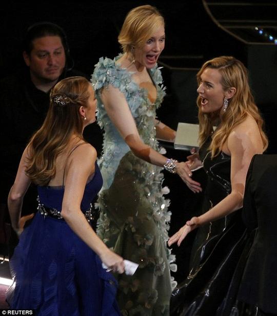 Kate Winslet phu nhan mang bau lan 4 hinh anh 2