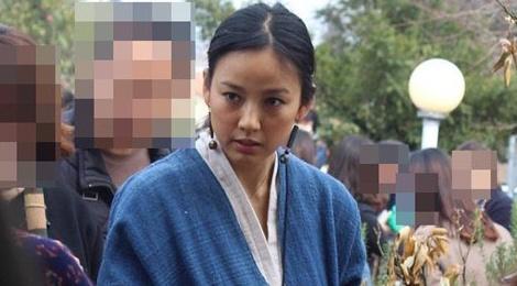 Lee Hyori ban hang o cho troi tren dao Jeju hinh anh