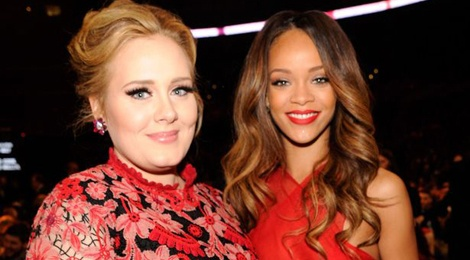 Adele tu cam minh di choi voi Rihanna hinh anh