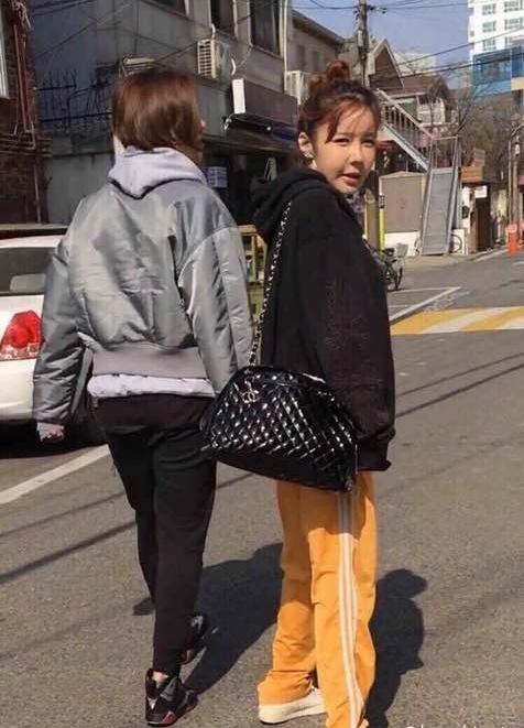 Park Bom dao keo,  guong mat cung do cua Park Bom anh 1