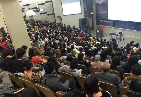 Luc Tieu Linh Dong dien thuyet o Dai hoc Harvard va MIT hinh anh 2