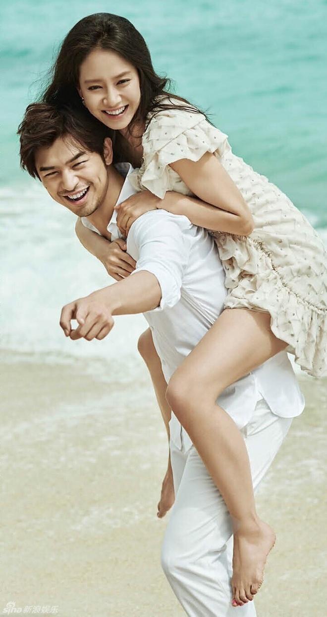 Song Ji Hyo va Tran Ba Lam nhu vo chong son tren tap chi hinh anh 6