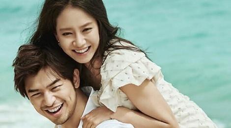 Song Ji Hyo va Tran Ba Lam nhu vo chong son tren tap chi hinh anh