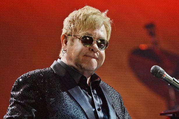Elton John,  quay roi tinh duc,  kien cao,  ve si anh 2