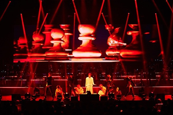 Junsu lan dau hat nhac phim 'Hau due mat troi' o concert hinh anh 2