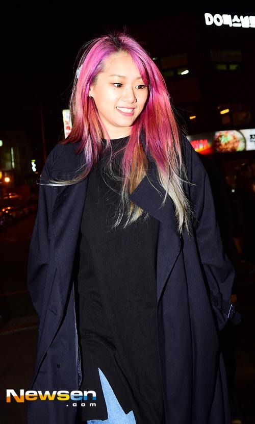 Song Joong Ki dai tiec doan phim 'Hau due mat troi' hinh anh 8
