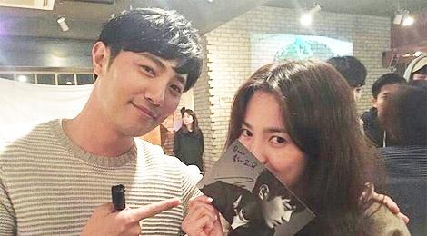 Sao 'Hau due mat troi' noi ve viec tai ngo Song Hye Kyo hinh anh