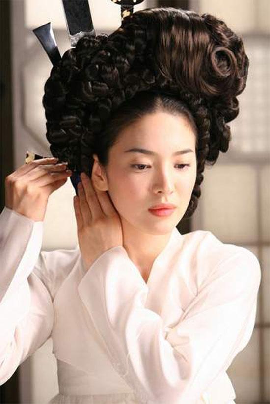Nhung dau an cua Song Hye Kyo truoc 'Hau due mat troi' hinh anh 9