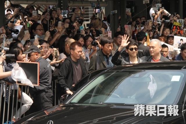 Song Joong Ki - Song Hye Kyo duoc ham mo khi den Hong Kong hinh anh 2