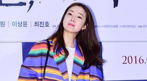 Choi Ji Woo mac sac so lan at dan em hinh anh