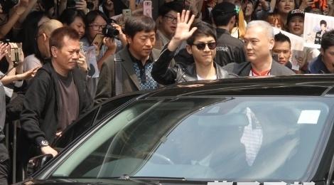 Song Joong Ki - Song Hye Kyo duoc ham mo khi den Hong Kong hinh anh