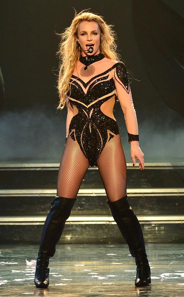 Trang phuc bieu dien ngay cang goi cam cua Britney Spears hinh anh 1