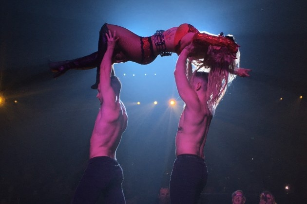 Trang phuc bieu dien ngay cang goi cam cua Britney Spears hinh anh 7