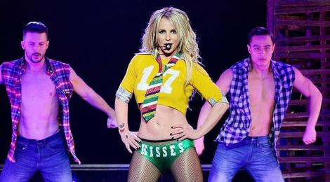Trang phuc bieu dien ngay cang goi cam cua Britney Spears hinh anh