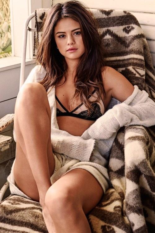 Selena Gomez goi cam tren tap chi dan ong hinh anh 5