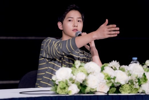 Song Joong Ki: 'Toi kho chiu khi lo anh voi ban gai cu' hinh anh