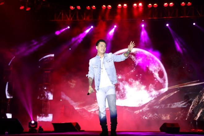 Tuan Hung song ca an y voi YJB tren san khau Ha Noi hinh anh 9