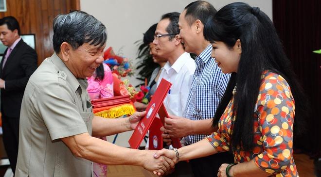 Giai Sach Viet Nam 2015: Ton vinh nhung bo sach do so hinh anh