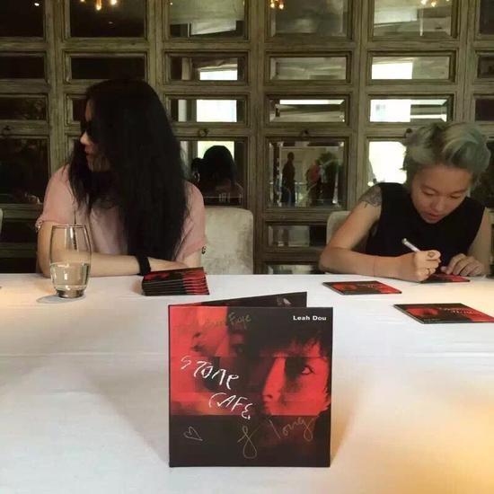 Vuong Phi xuat hien de quang ba album cua con gai hinh anh 2