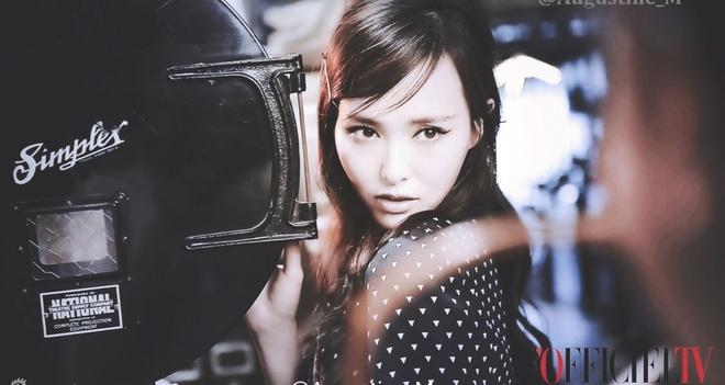 Duong Yen khac la tren tap chi vi photoshop hinh anh 8