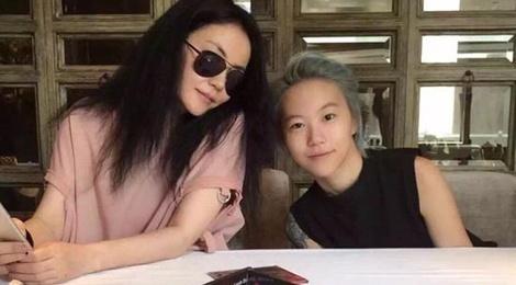 Vuong Phi xuat hien de quang ba album cua con gai hinh anh