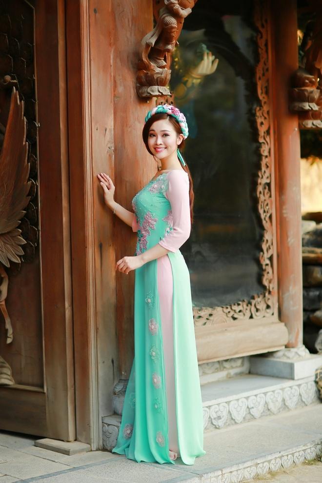 MC Thuy Linh khoe ve dep diu dang nhu thieu nu Ha Noi xua hinh anh 1