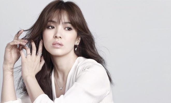 Song Hye Kyo bi hang nu trang khoi lai scandal tron thue hinh anh 1