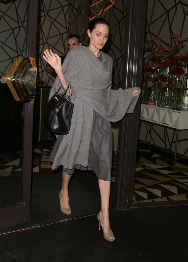 Angelina Jolie bi nghi gay go vi mac benh la hinh anh 2