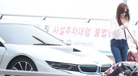 Ha Ji Won khoe xe sang o san bay hinh anh