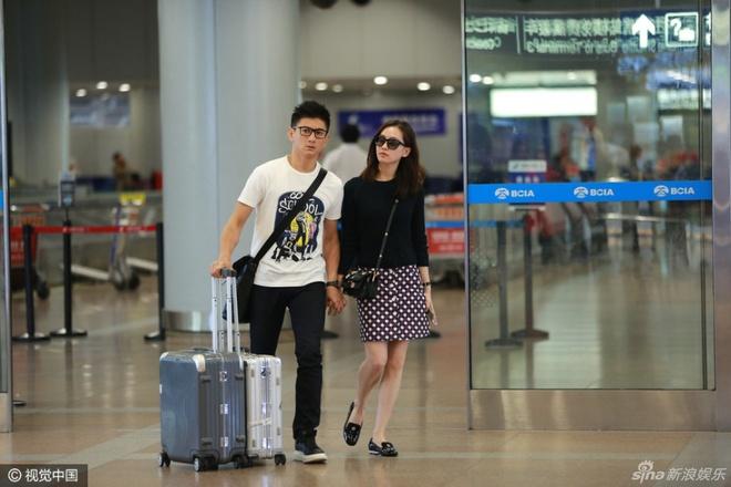 Ngo Ky Long - Luu Thi Thi luon dan tay tinh cam o san bay hinh anh 2
